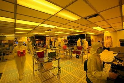 ©  CEA-Leti/Ph Clean room environment